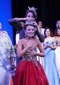 Jenna Day being crowned Miss Kentucky